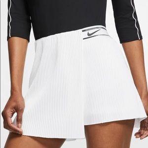 Nike Women's London Court Victory Tennis Skort